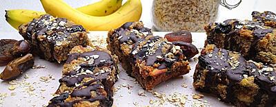 Banánový flapjack - tyčinky z ovsených vločiek , banánov a mandlí (vegan, bez lepku)